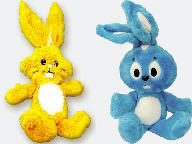 Boneco de pelúcia do Sansão, o coelhinho da Mônica, em versão amarela, como era desenhado nos primeiros quadrinhos, será lançada em edição especial em 2013. Ao lado, a versão azul do coelho, das histórias atuais (Foto: Divulgação / Mauricio de Sousa Produções)