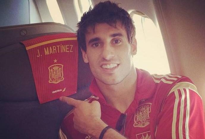 Javi Martinez é outro a postar selfie no avião da Espanha (Foto: Reprodução)