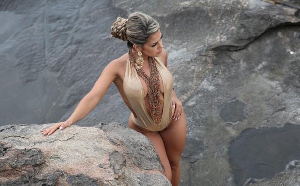Os mais j no so mais s roupas de banho: viraram peas glamorosas para mulheres cheias de estilo (Foto: Divulgao)