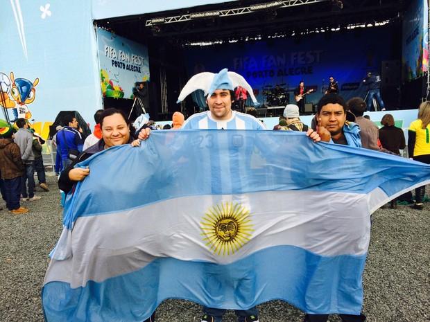 argentinos comemorando na Fan Fest Porto Alegre (Foto: Fernanda Canofre/G1)
