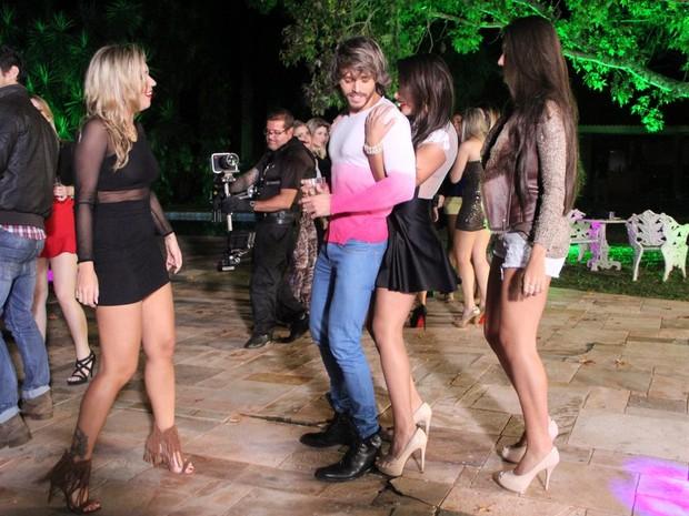 Ex-BBB Marien, Franklin David e Patrícia Jordane em Sertanópolis, no Paraná (Foto: Rodrigo dos Anjos/ Ag. News)
