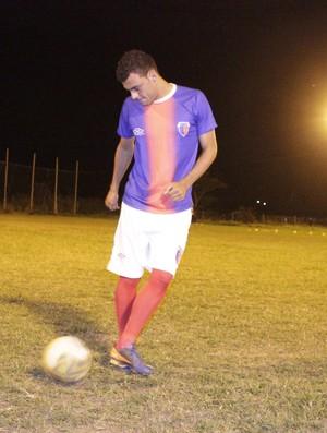 Douglas se diz adaptado a forma de jogar proposta pelo treinador. (Foto: Valdivan Veloso / Globoesporte.com)