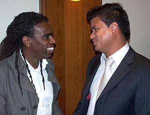 Tinga e Adriano Gabiru, durante o evento Encontros do Esporte