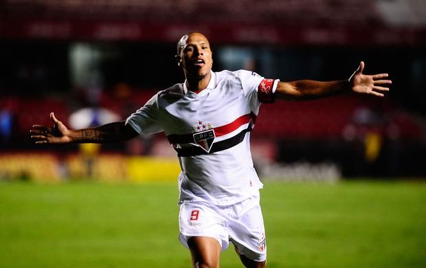 luis fabiano são paulo gol bragantino (Foto: Marcos Ribolli / Globoesporte.com)
