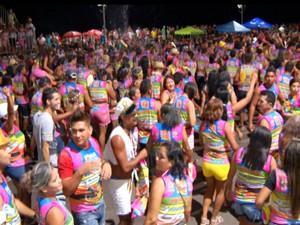 Cerca de 4 mil pessoas prestigiaram a programação da última noite de carnaval na orla de Santarém (Foto: Reprodução/TV Tapajós)