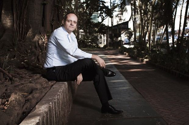 QUE OS NEGÓCIOS FLORESÇAM Samuel Pessoa em São Paulo, perto da consultoria em que trabalha. Ele acha que a mão pesada do governo impede o planejamento privado (Foto: Camila Fontana/ÉPOCA)
