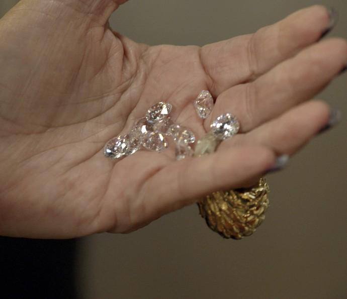 Adisabeba encontra os diamantes nos quadros de Zé Maria (Foto: TV Globo)