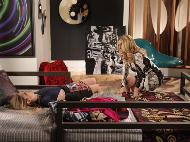 Pamela tenta acalmar Megan (Foto: Pedro Curi/ TV Globo)