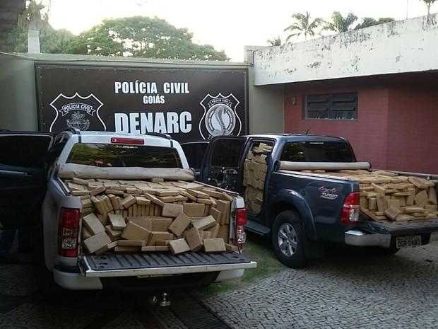 Caminhonetes estão abarrotadas de maconha, em Goiás (Foto: Divulgação/ Polícia Civil)