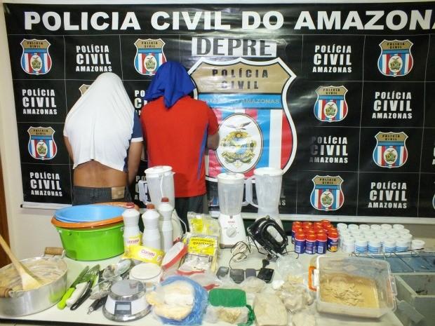 Suspeitos e drogas apreendidas pela polícia (Foto: Divulgação/Polícia Civil)