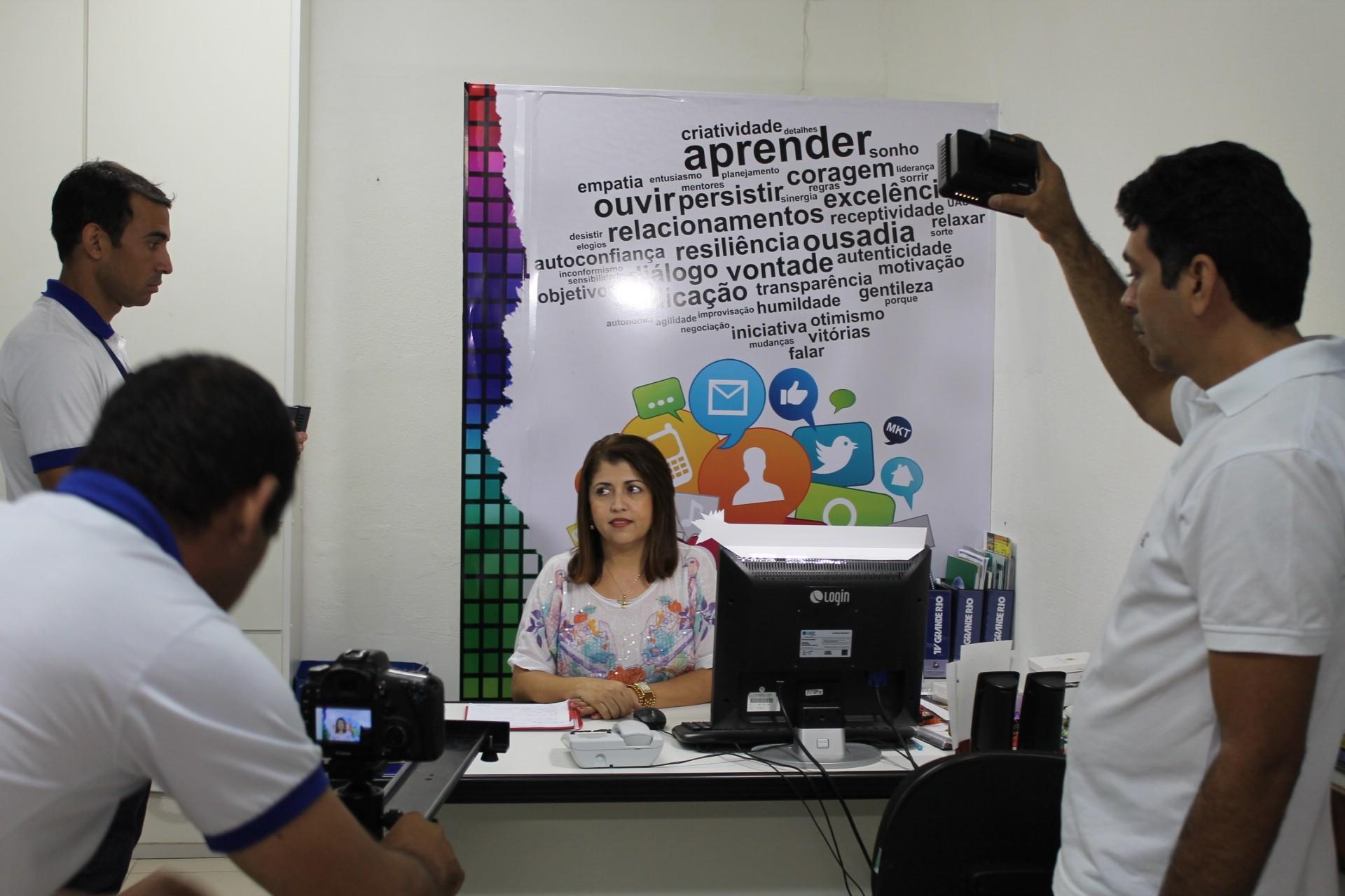 Equipe grava mensagem de 'Boas Festas' (Foto: Gabriela Canário)