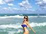 Ludmila Dayer mostra barriga negativa em tarde de sol em Miami