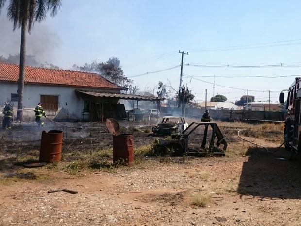 Causas do incêndio são desconhecidas (Foto: Anderson Peres/ TV TEM)