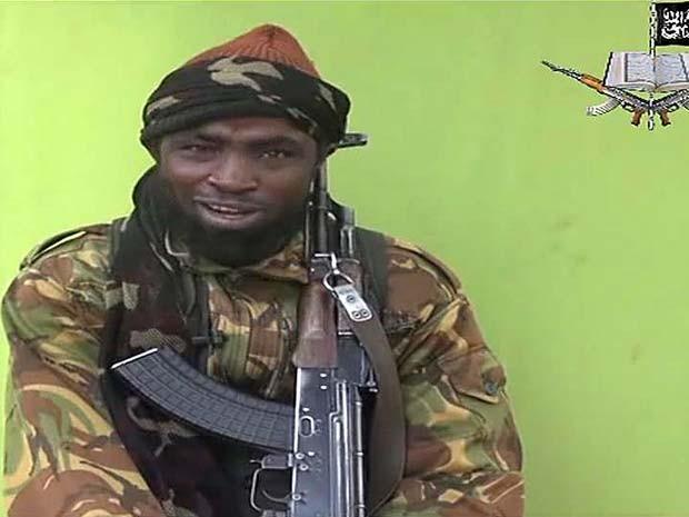 Imagem tirada de vídeo divulgado pelo Boko Haram e obtido pela AFP mostra homem que se diz ser Abubakar Shekau, líder do grupo radical islâmico Boko Haram (Foto:  AFP PHOTO / BOKO HARAM )