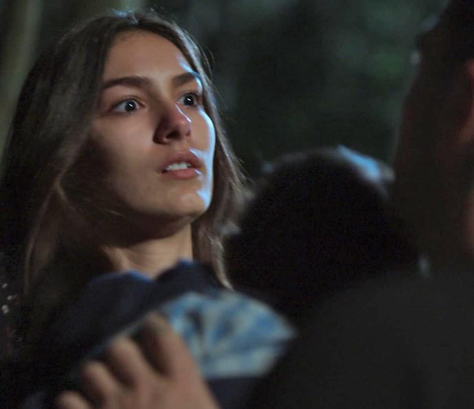 Luciana fica desesperada ao ver Samurai (Foto: TV Globo)