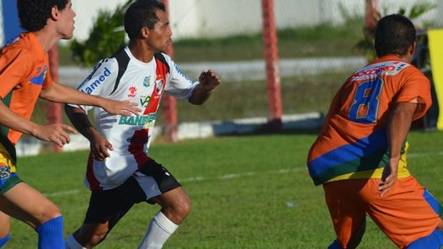 Socorrense consegue arrancar vitória no fim (Foto: Felipe Martins/GLOBOESPORTE.COM)