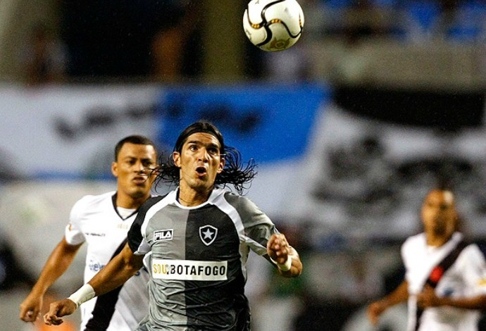Maldição da camisa cinza  Botafogo perdeu todas com terceiro uniforme 4120d8866f991