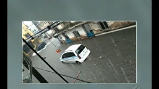 Chuva deixa vários pontos de alagamento em Belém