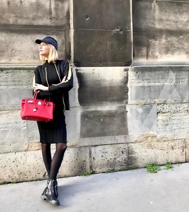 Celina Locks chega para o desfile de Tony Ward, em Paris (Foto: Reprodução/Instagram)