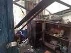 Prédio abandonado fica parcialmente destruído após incêndio, em Guajará