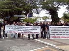 Aprovados em concurso da Polícia Militar realizam protesto