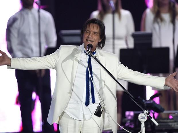 Roberto Carlos durante homenagem entregue pelo Grammy Latino nesta quarta-feira (18) em Las Vegas (Foto: Chris Pizzello/Invision/AP)