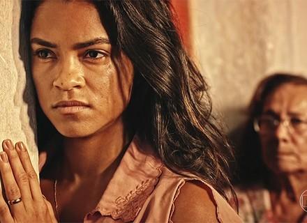 Luzia se desespera e teme que família descubra que Miguel é filho de Santo