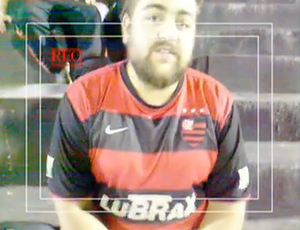 Torcedor argentino com camisa do Flamengo - Newells x Velez (Foto: Reprodução SporTV)