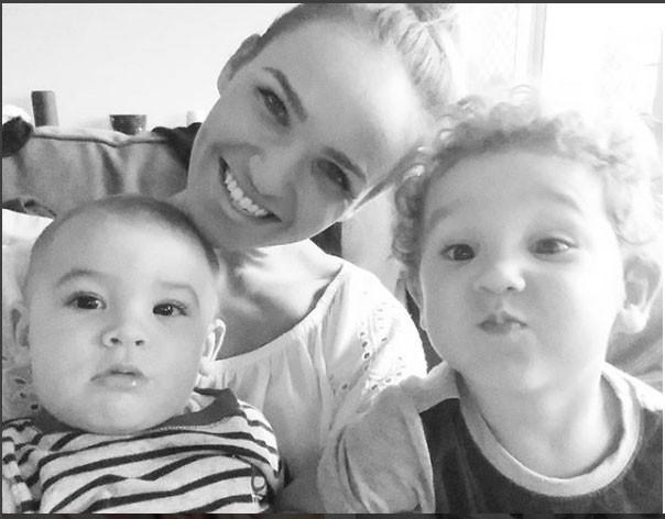 Maddi com os filhos Carton e Marlow (Foto: Reprodução - Instagram)