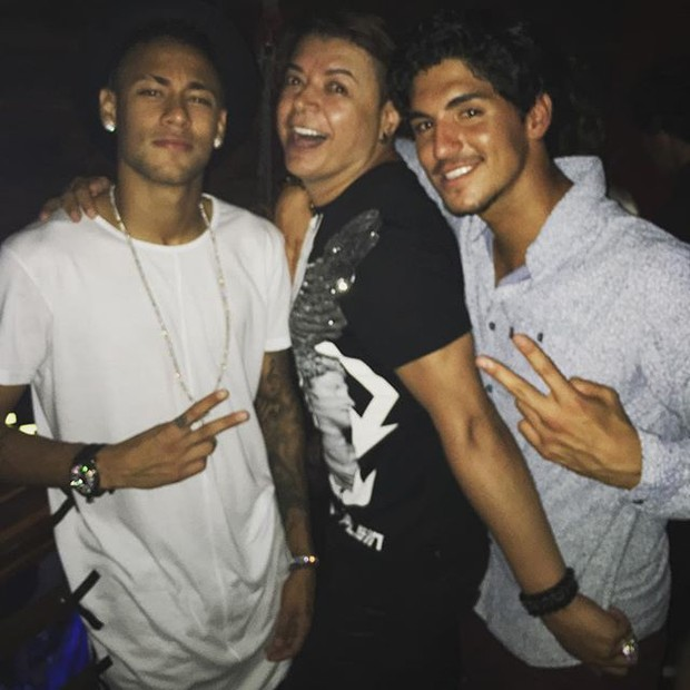 Neymar, David Brazil e Gabriel Medina em Maresias, litoral Norte de São Paulo (Foto: Instagram/ Reprodução)