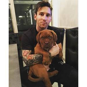 Messi com seu cachorro (Foto: Reprodução Instagram)