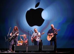 O evento da Apple terminou com um show da banda Foo Fighters (Foto: Getty Images)