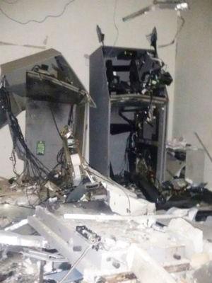 Quadrila destrói banco após explosão em Palmas de Monte Santo na Bahia (Foto: Antonio Carlos Junior/Portal BahianaMídia)