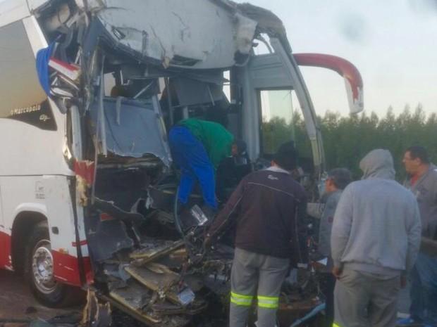 Motorista morreu no local (Foto: J. Serafim / Divulgação)
