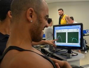 O ala-pivô Jefferson, do São José Basquete, durante teste biomecânico (Foto: Danilo Sardinha/Globoesporte.com)