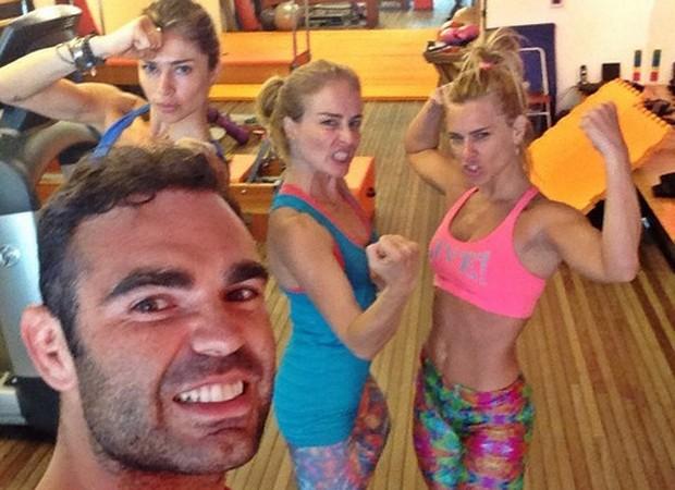 Chico Salgado com as alunas Grazi Massafera, Angélica e Carolina Dieckmann (Foto: Reprodução/Instagram)