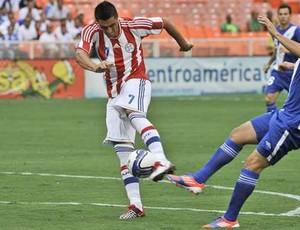 Óscar Cardozo no jogo Guatelama x Paraguai (Foto: Todo Deportes)