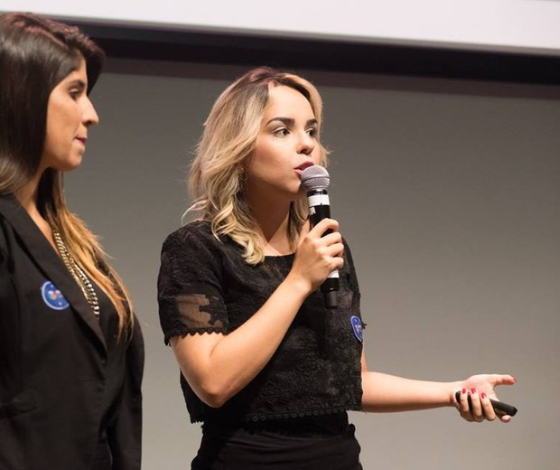 Maytê Carvalho (dr.) durante premiação em São Paulo (Foto: Divulgação/Prêmio Mulheres Tech em Sampa)