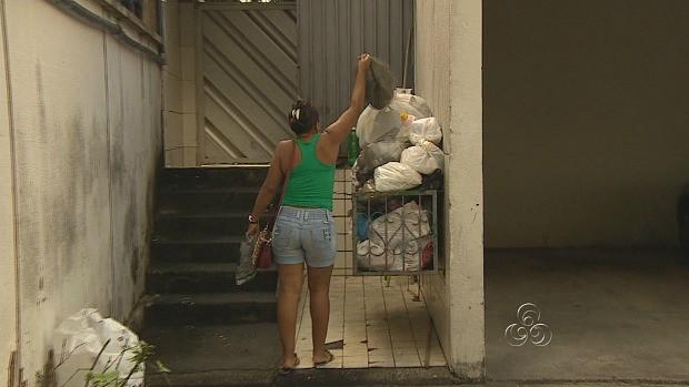 A orientação é colocar o lixo nos locais adequados (Foto: Bom dia Amazônia)