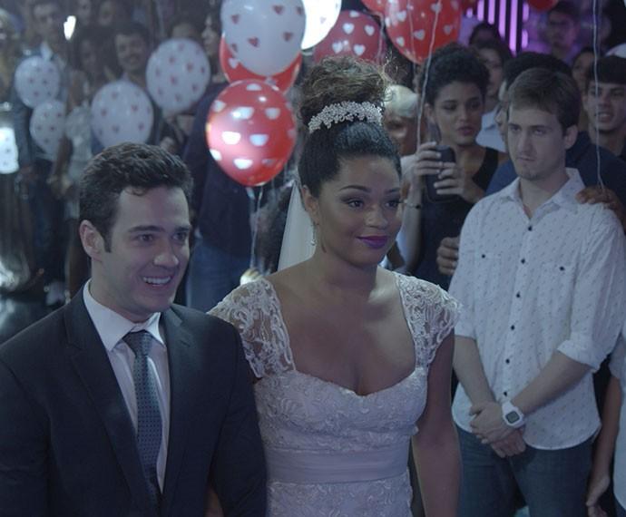 Clóvis atrapalha a festa de Norberto e Valeska (Foto: TV Globo)