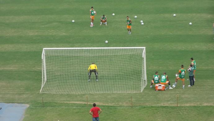 Fluminense - treino no Mangueirão - pênalti (Foto: Kaio Rodrigues)