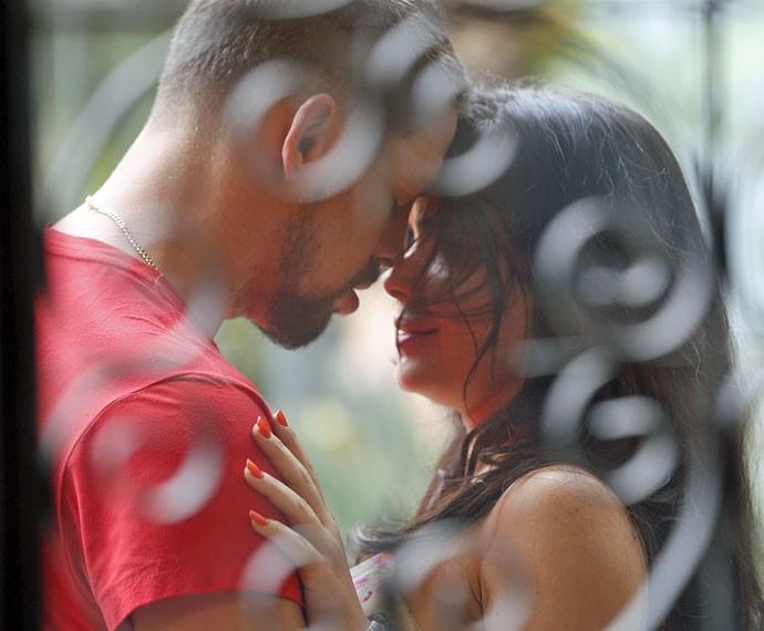 Juliano beija Tóia (Foto: Ellen Soares/Gshow)