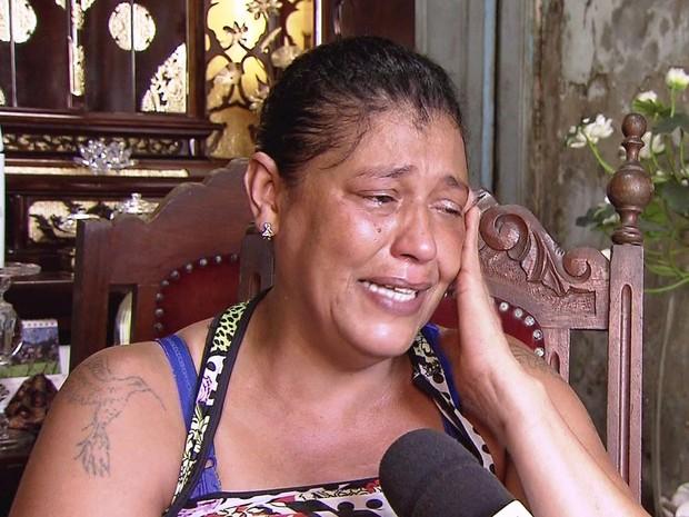 Edneusa Barbosa, mãe da menina Carla Roberta, de 9 anos (Foto: Reprodução/TV Tribuna)