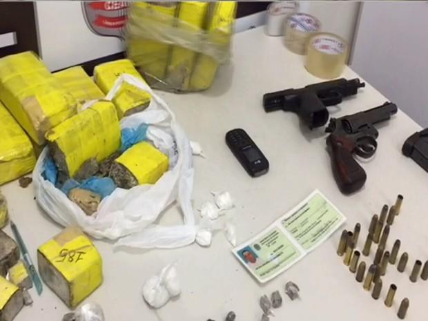 A delegada responsável pelo caso disse que essa foi uma das maiores apreensões de drogas da cidade.  (Foto: Reprodução/TV Verdes Mares)