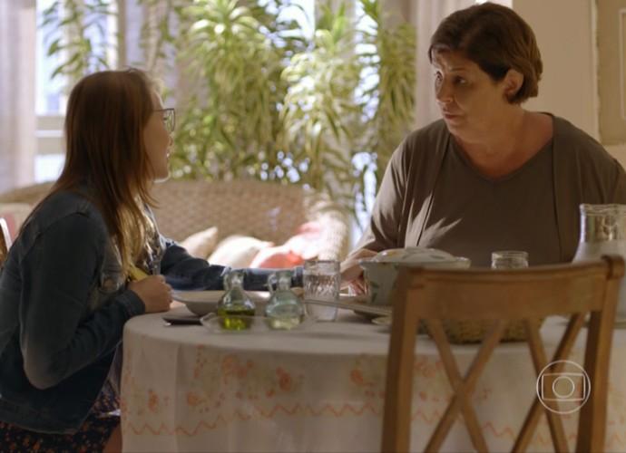 Guida e Elisa comem juntas. A relação delas é muito bacana! (Foto: Divulgação/TV Globo)