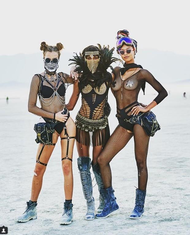 Modelos da Victoria's Secret posam para campanha grife (Foto: Reprodução / Instagram)