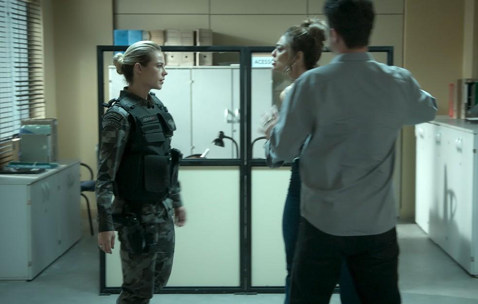 Cega de ódio, Bibi acusa Jeiza de estar interessada em Rubinho (Foto: TV Globo)