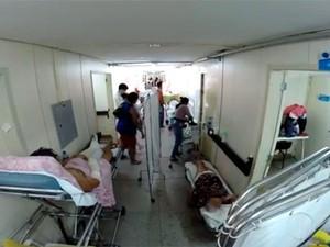 Nestes 10 dias de paralisação das cirurgias eletivas em Natal, corredores do Hospital Monsenhor Walfredo Gurgel ficaram lotados (Foto: Reprodução/Inter TV Cabugi)