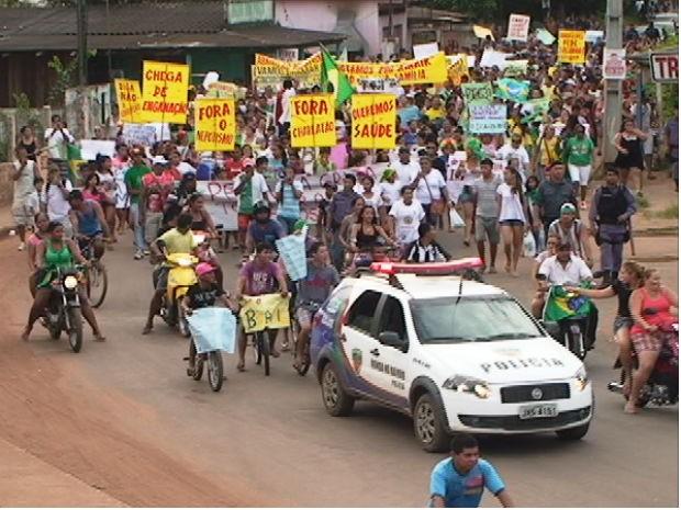 Protesto em Iranduba, no Amazonas (Foto: Carmem Silva/TV Amazonas)