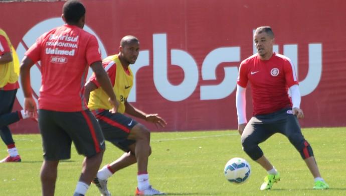 dalessandro inter internacional treino (Foto: Eduardo Deconto/GloboEsporte.com)